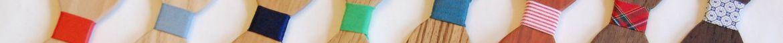 kleurrijke houten vlinderdassen